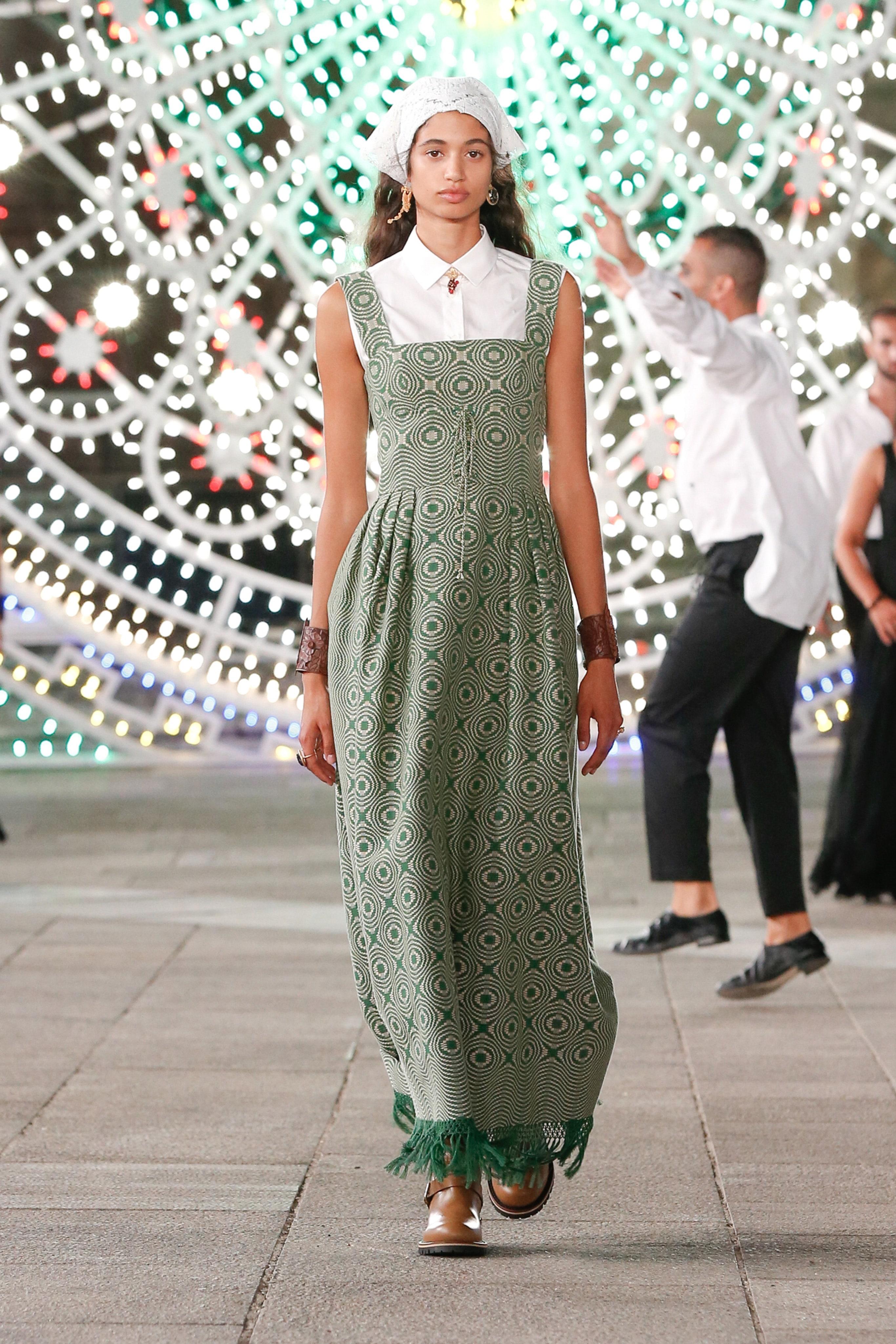 Đầm dài màu pastel xanh hồ trăn - Dior resort 2021