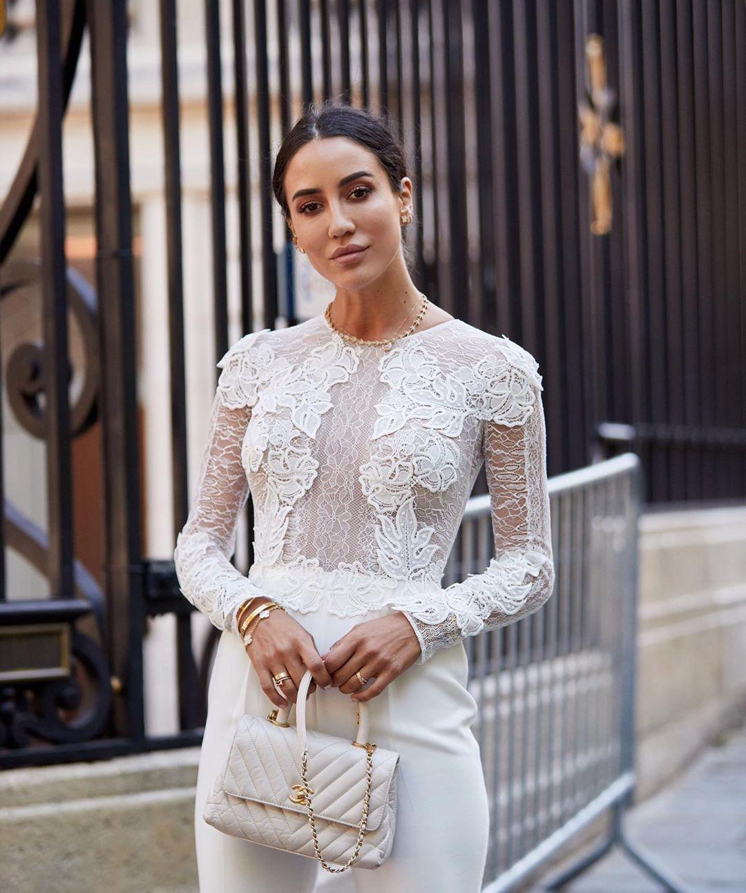 Dress code formal - áo ren dài tay và quần âu trắng