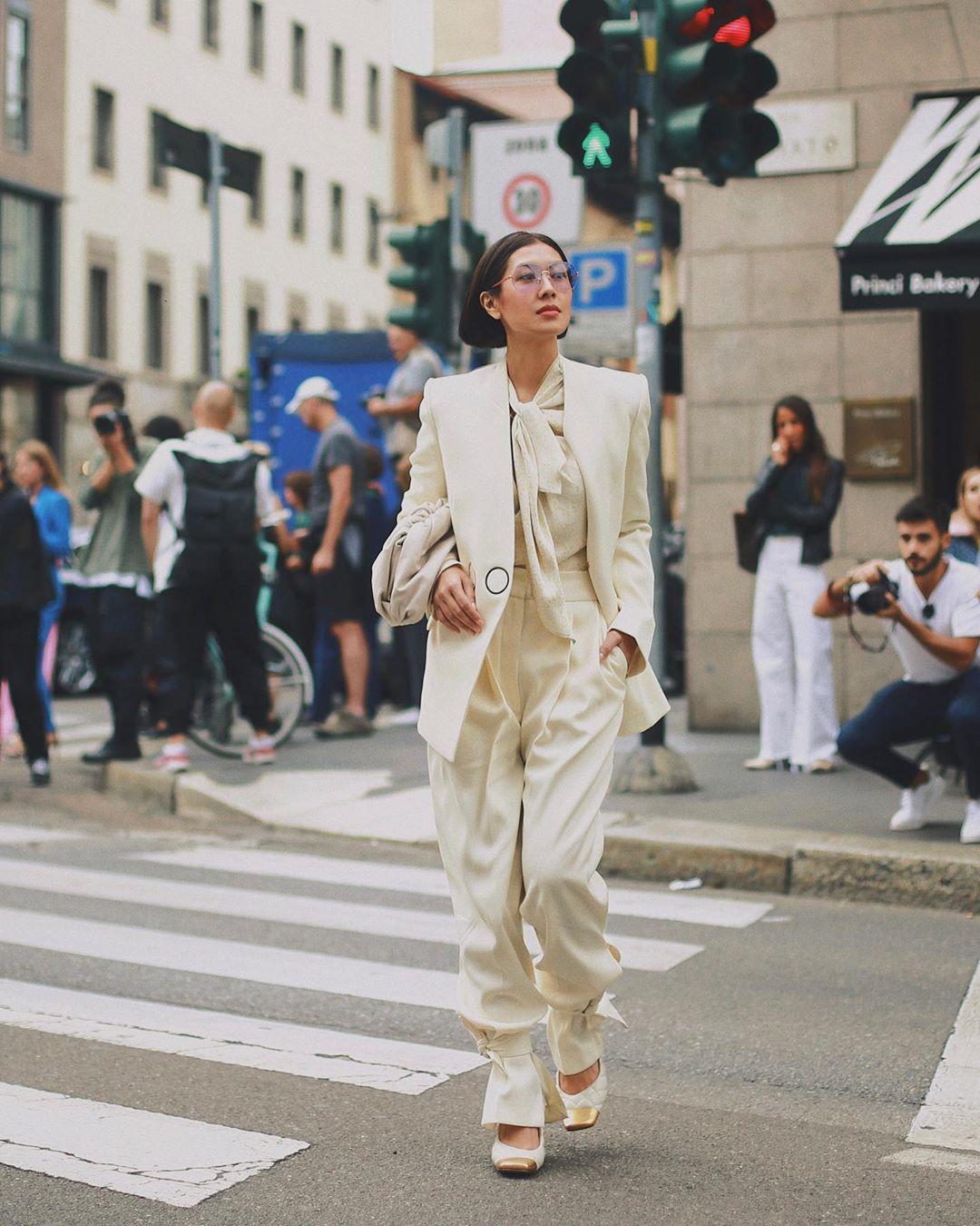 Dress code formal - âu phục phom rộng màu trắng kem