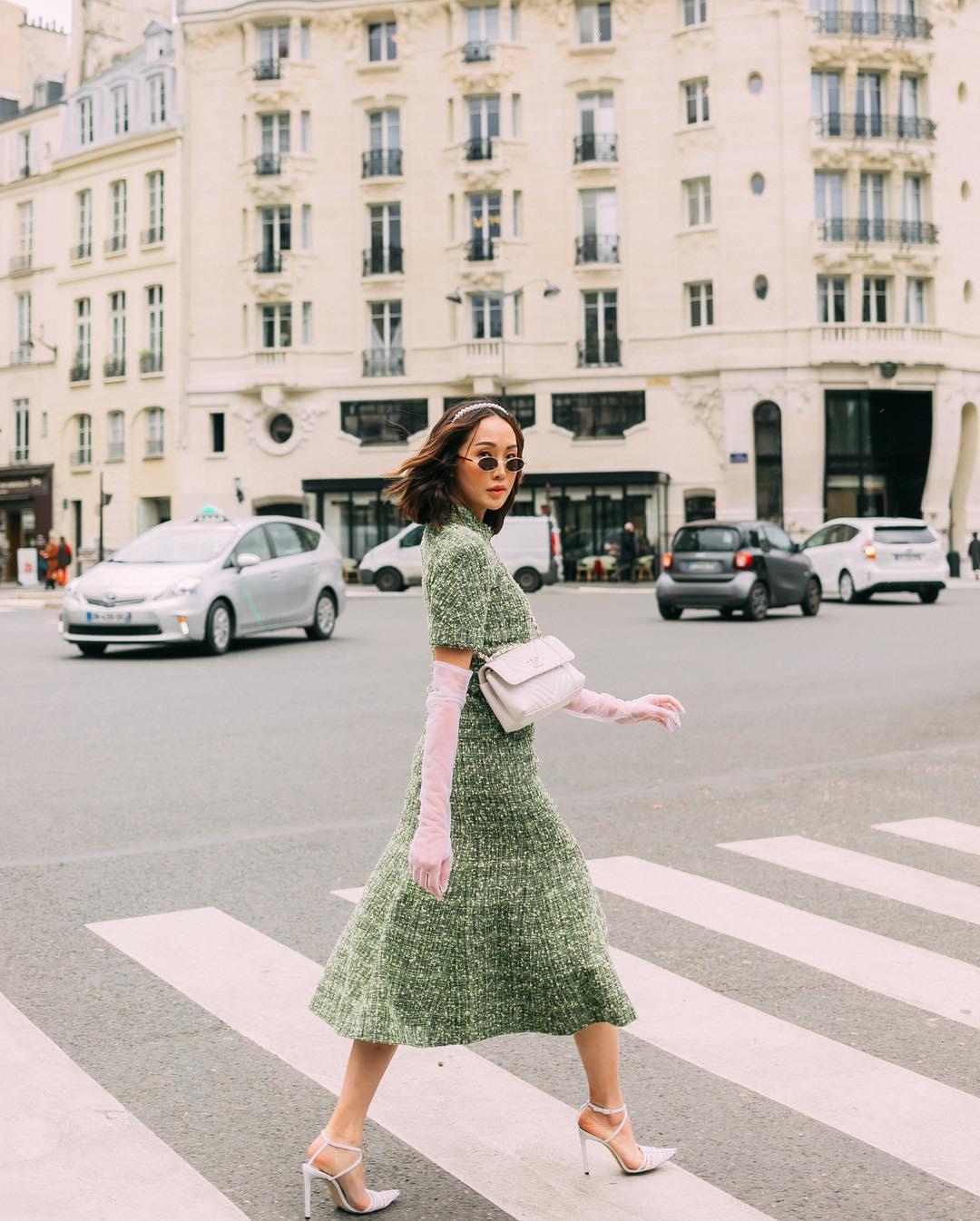Dress code formal - Chriselle Lim mặc đầm vải tweed màu xanh lá