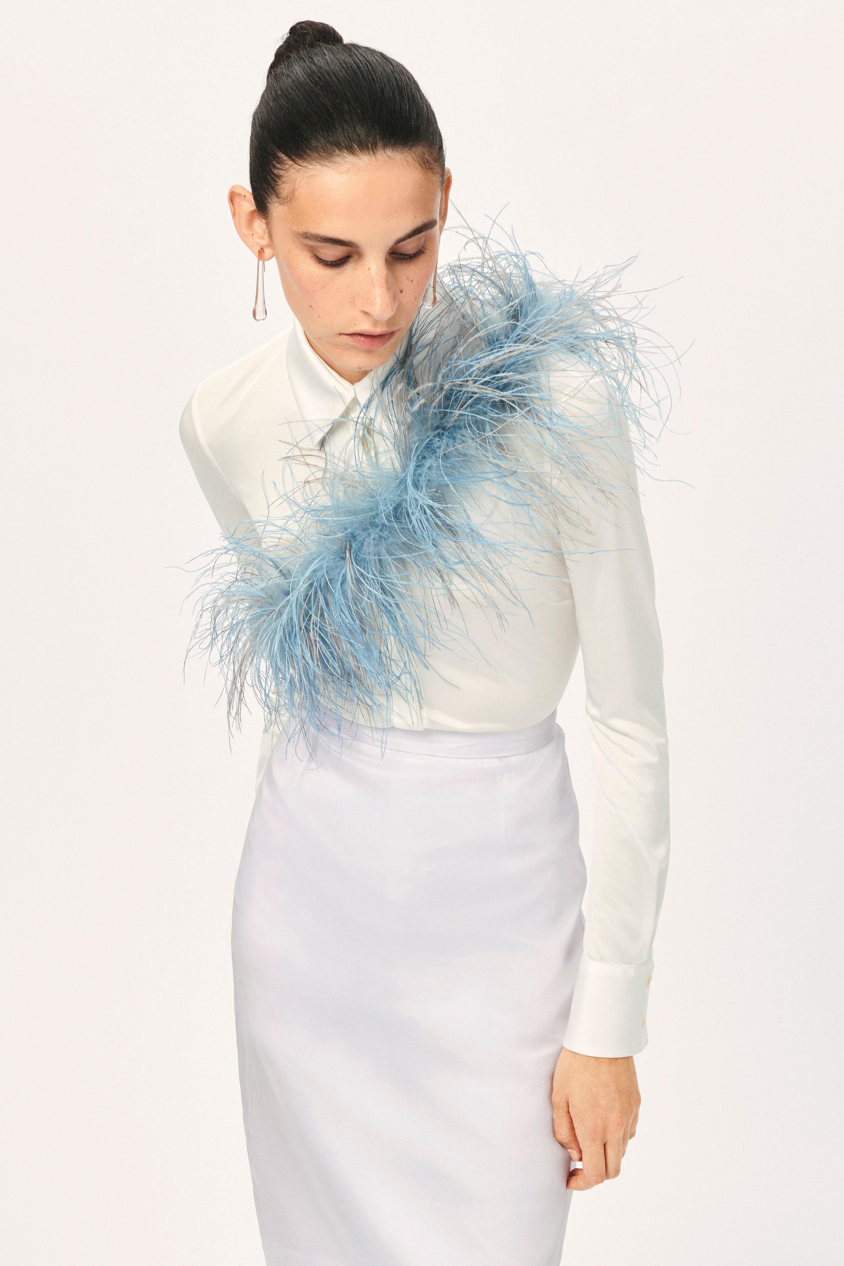 Trang phục màu pastel xanh baby kết lông vũ - Emilio Pucci resort 2021