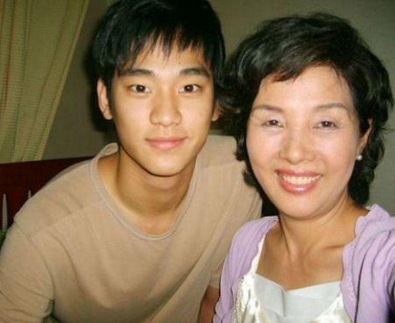 Kim Soo Hyun và mẹ