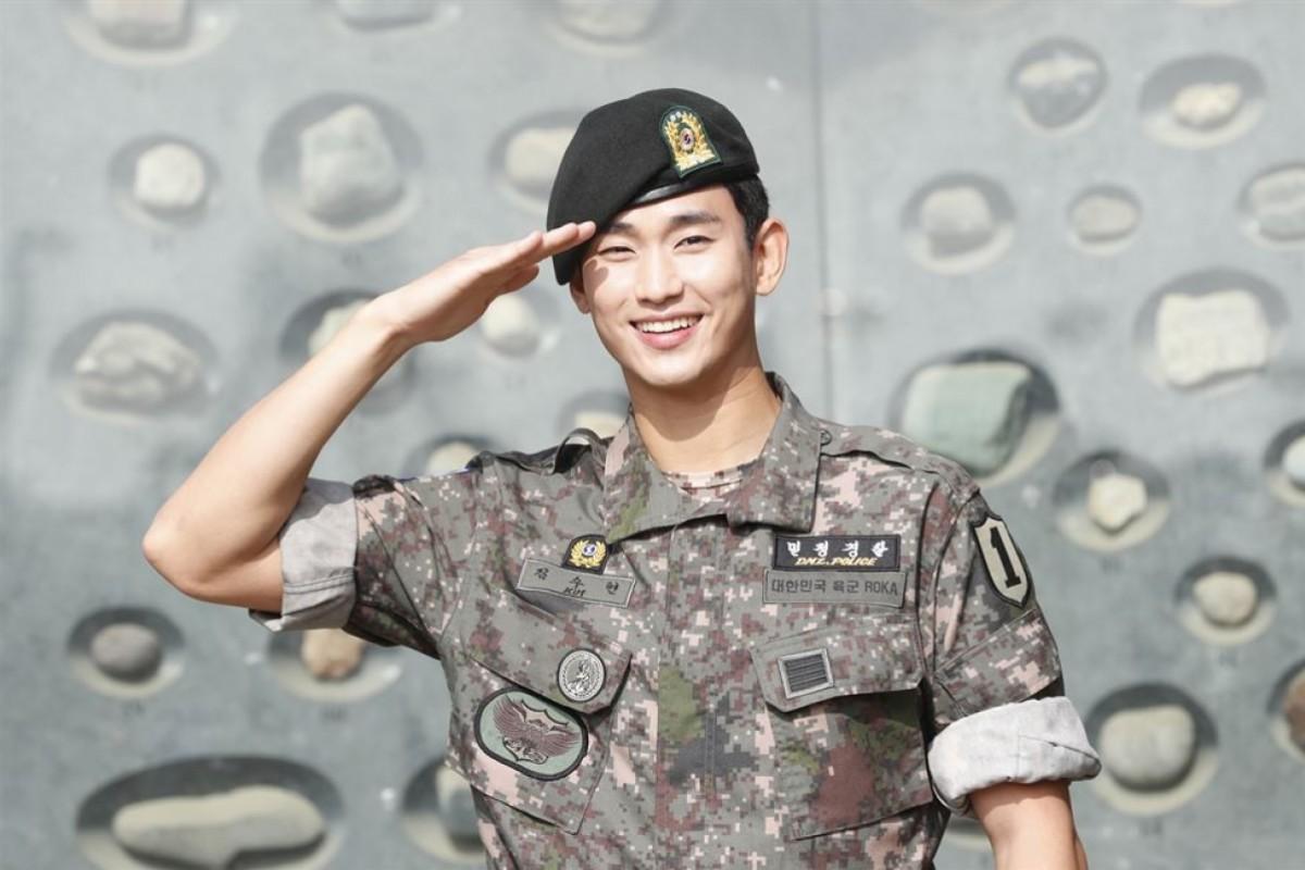Kim Soo Hyun nhập ngũ