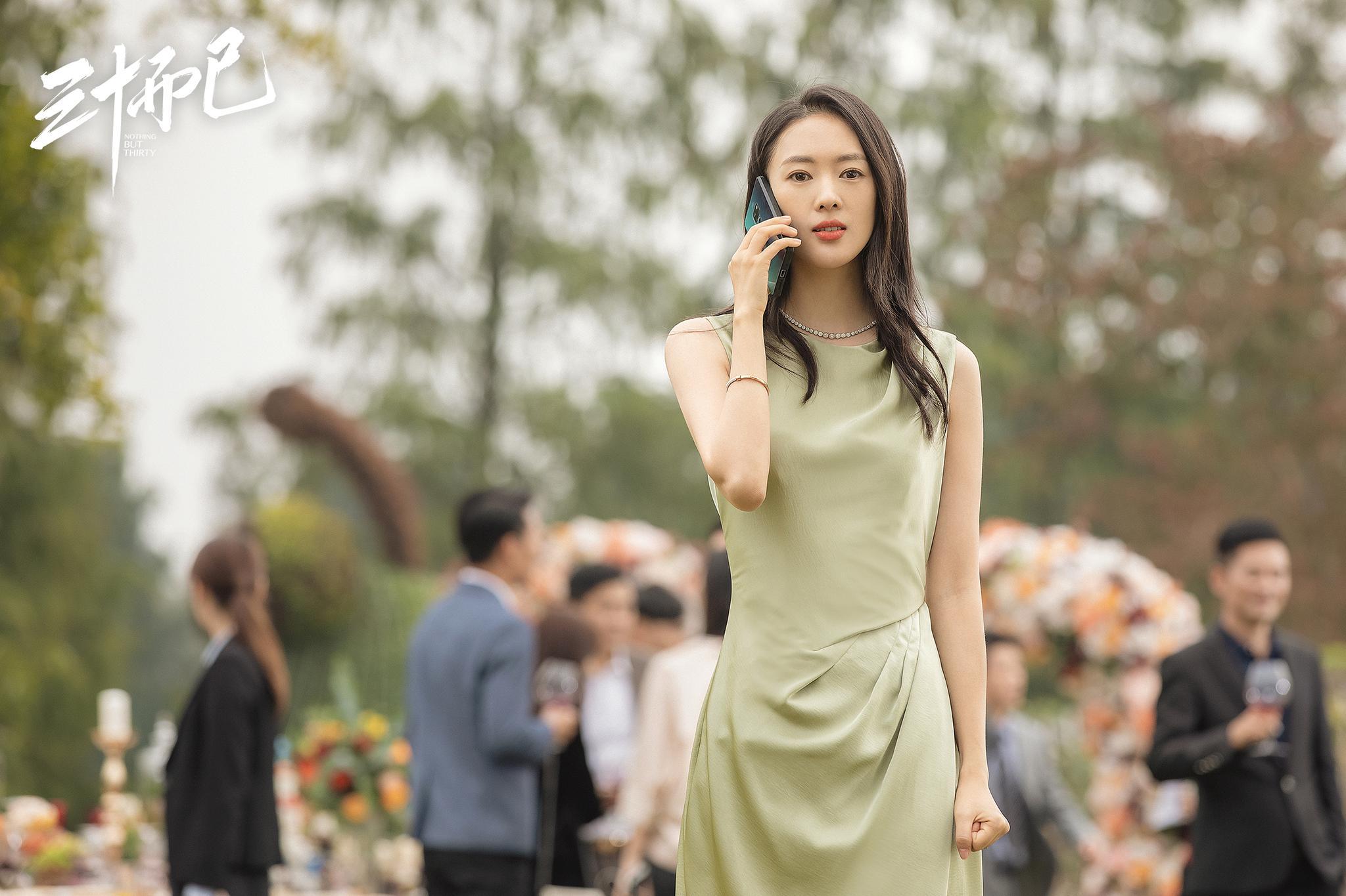 Đồng Dao mặc đầm xanh hồ trăn trong 30 chưa phải hết
