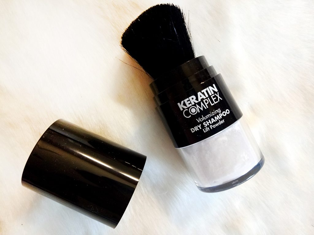 tạo kiểu tóc với Dầu gội khô dành cho tóc nhuộm Keratin Complex - Volumizing Dry Shampoo Lift Powder.