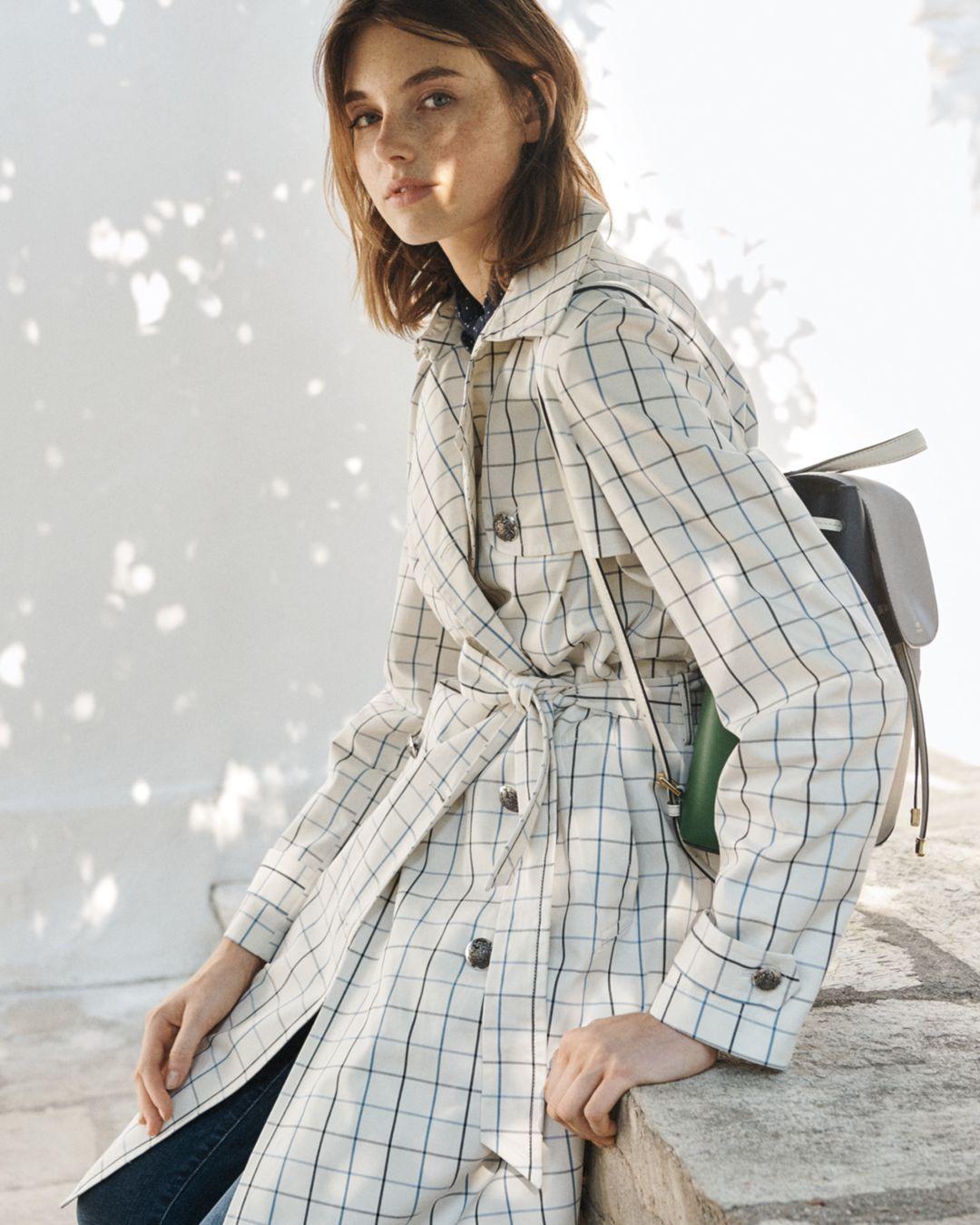 người mẫu ralph lauren mặc áo khoác họa tiết kẻ ô tattersall