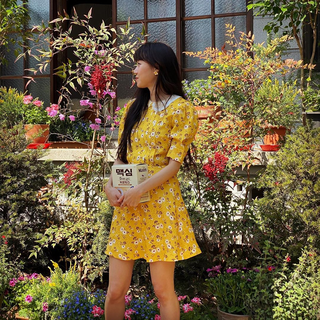 Gong Hyo Jin mặc đầm in hoa nhí màu vàng