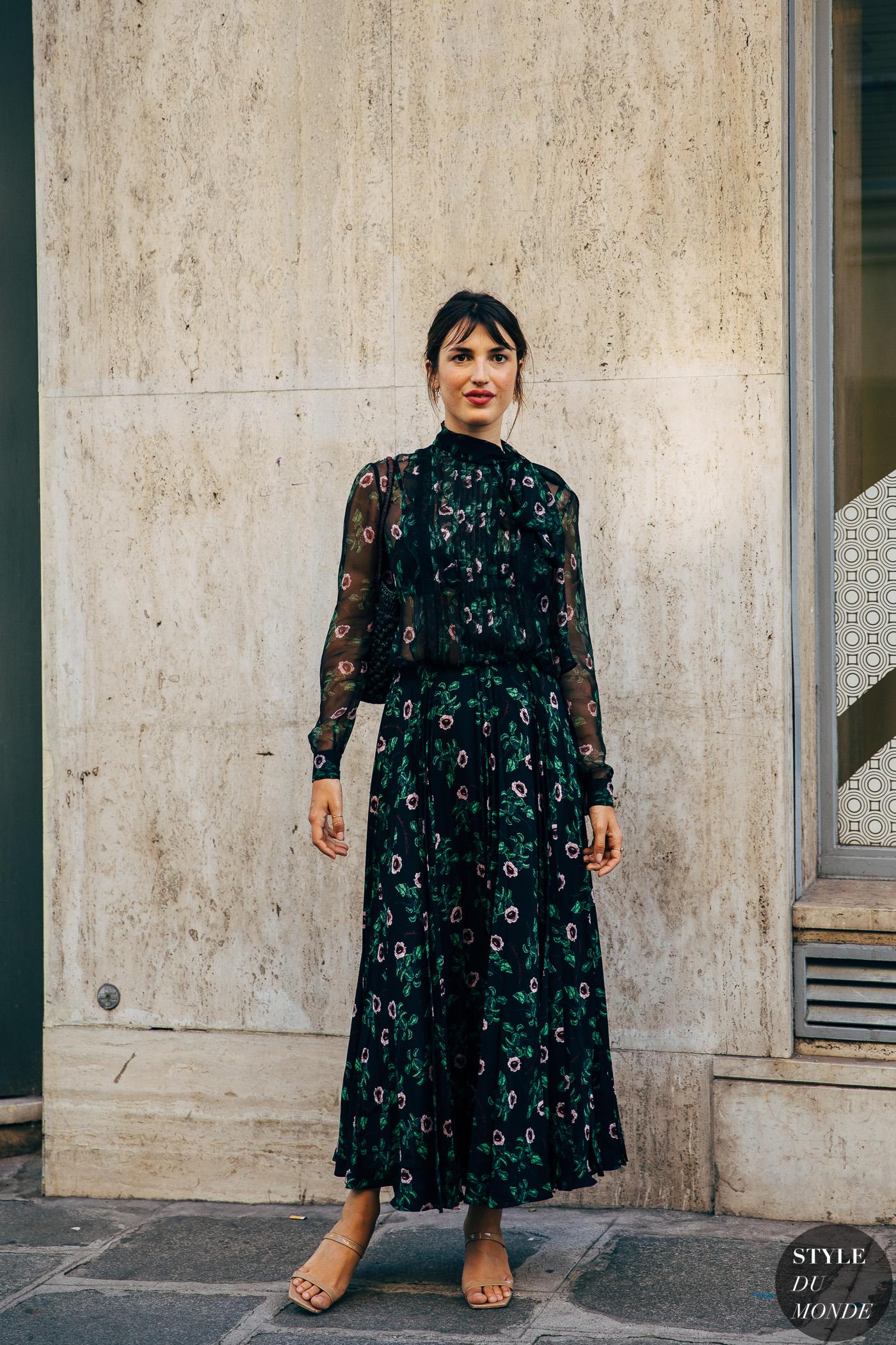 Jeanne Damas mặc đầm xòe voan dài in hoa