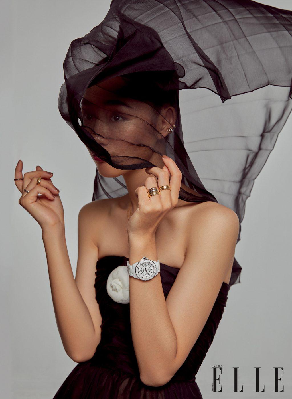 trang sức gồm nhẫn và đồng hồ