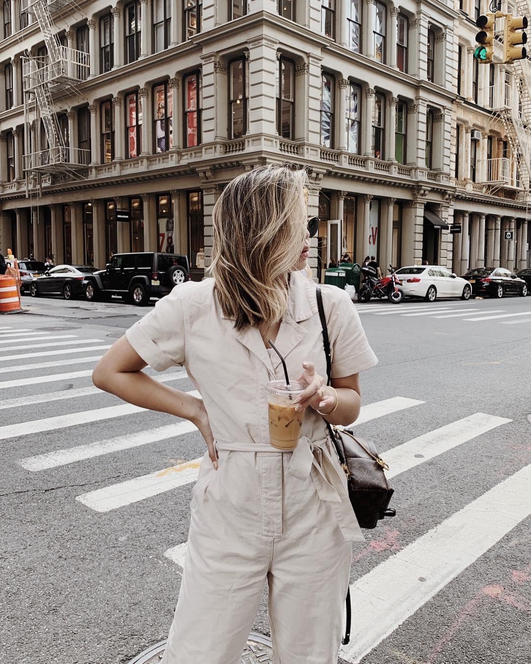 alyssa lenore phối đồ tối giản theo màu tóc ombre