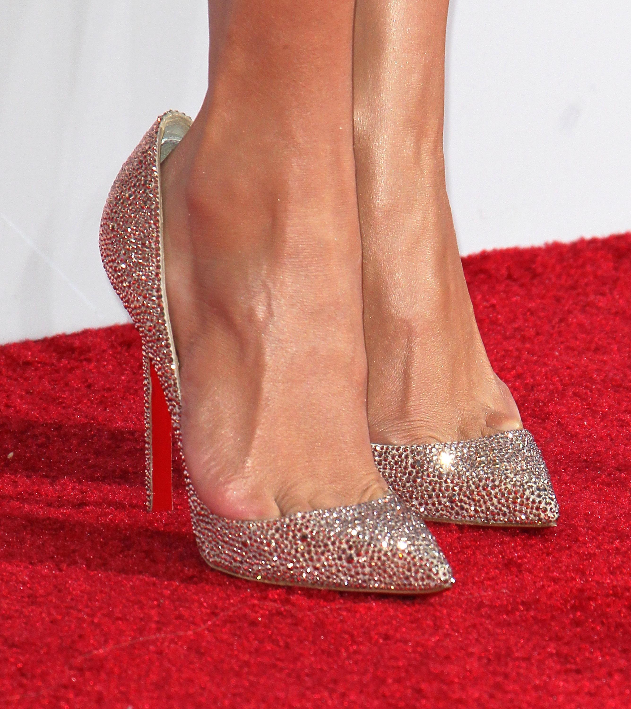 giày cao gót rộng hơn cỡ chân