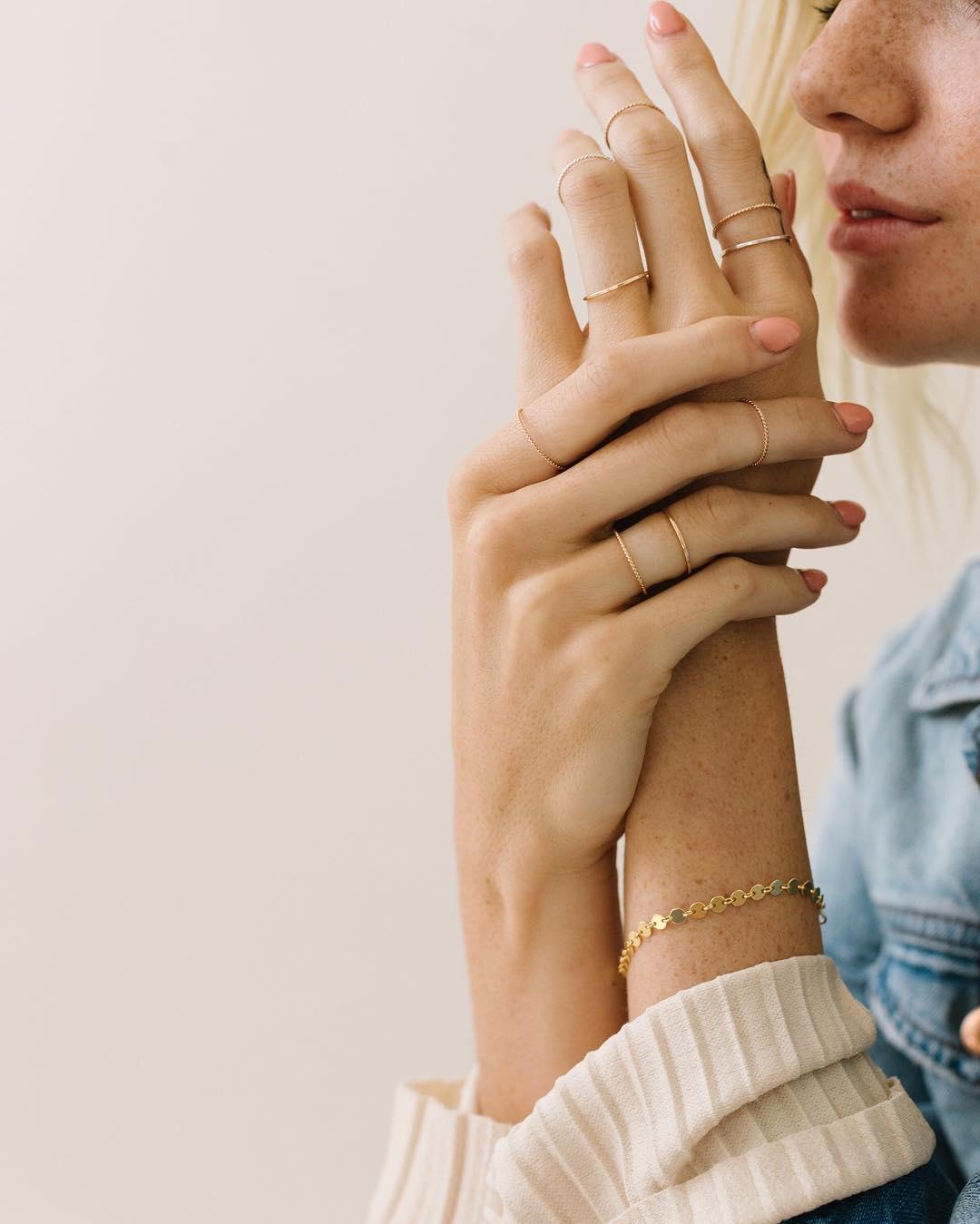 Nhẫn nữ midi thanh mảnh đeo ngẫu hứng