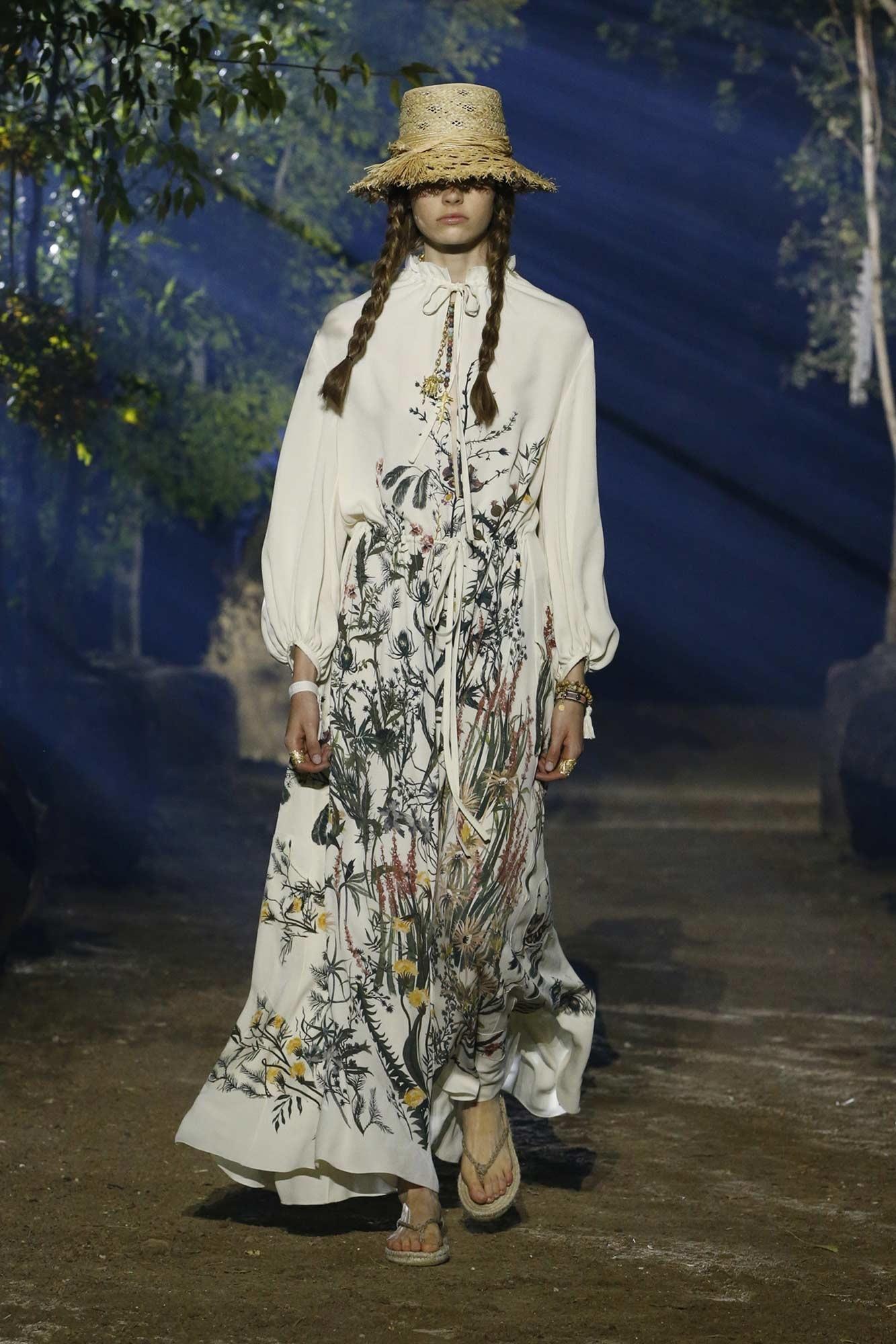 Phong cách thời trang Cottagecore xuất hiện trên sàn diễn của Christian Dior