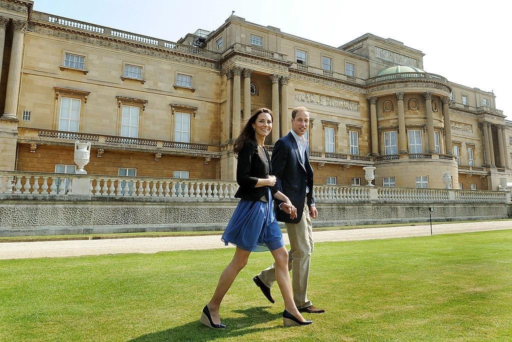 Công nương Kate Middleton đi giày đế xuồng