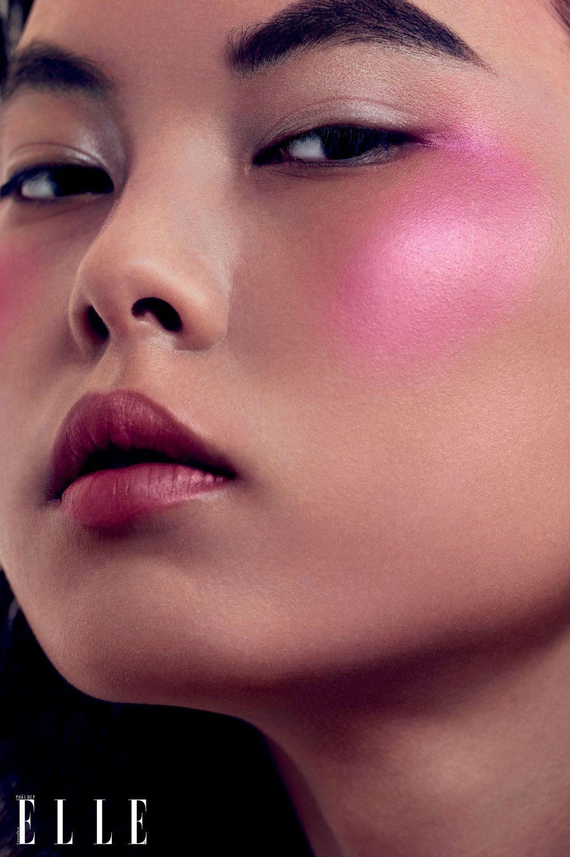 trang điểm má hồng rực rỡ