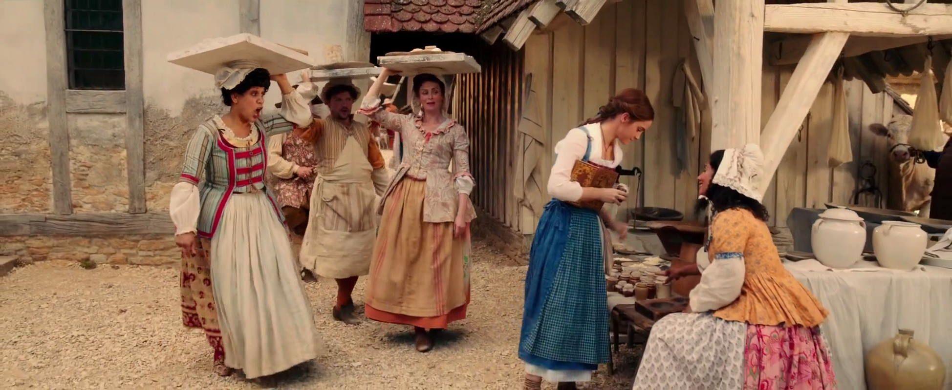 Dân làng trong phim beauty and the beast phong cách cottagecore