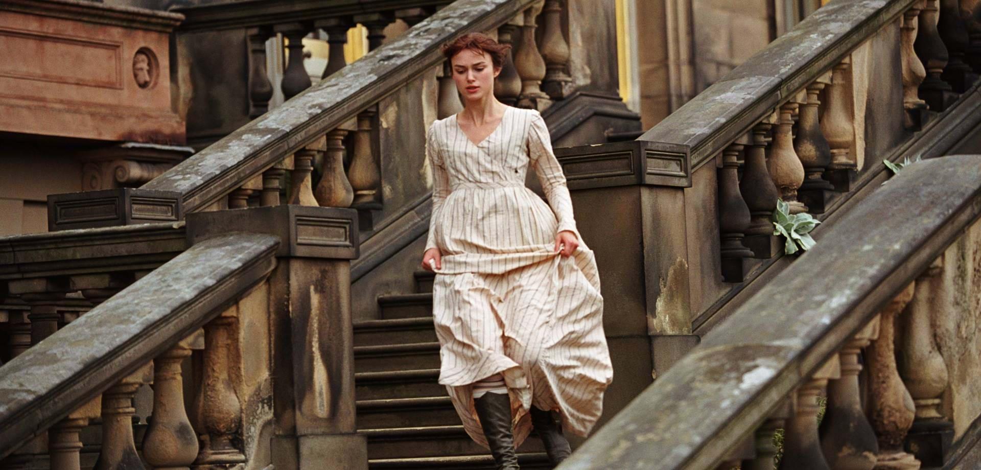 Keira Knightley mặc váy kem Cottagecore