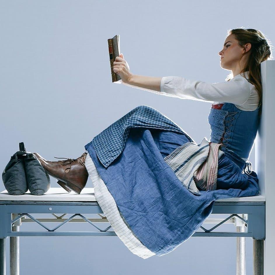 Belle mặc váy xanh cottagecore full