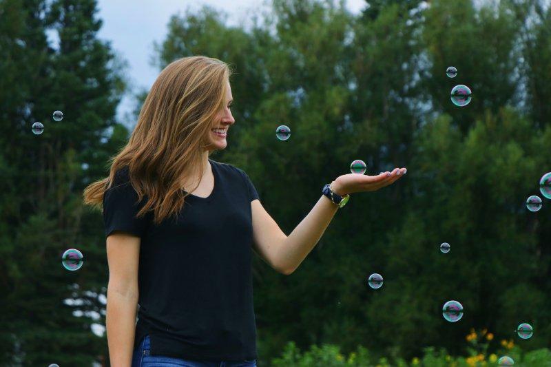 não phải - cô gái bong bóng