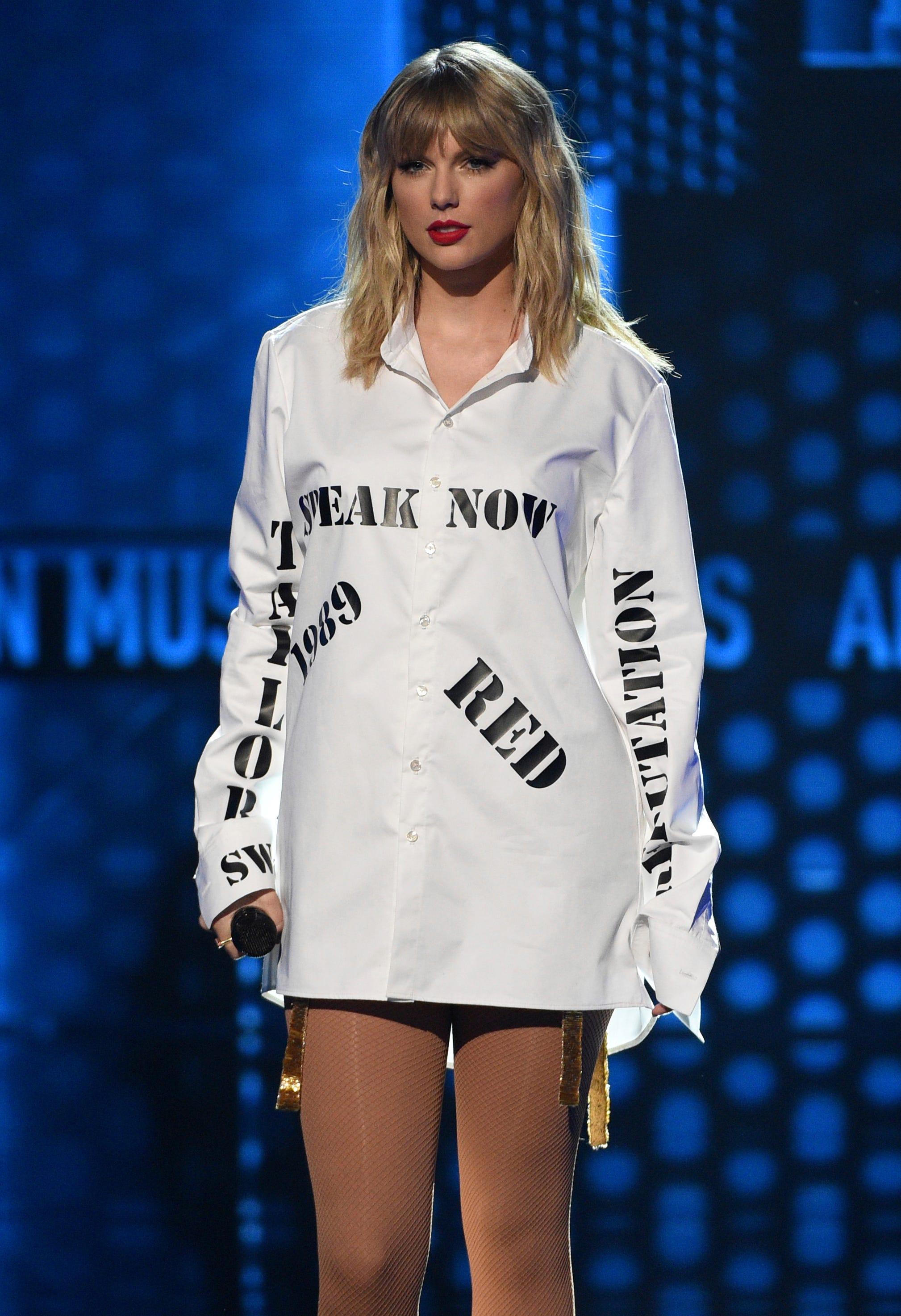 Bài học thời trang của Coco Chanel - Taylor Swift trên sân khấu AMA 2019