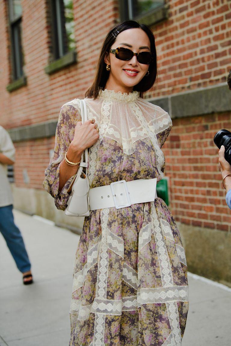 Chriselle Lim mặc đầm hoa đeo thắt lưng trắng