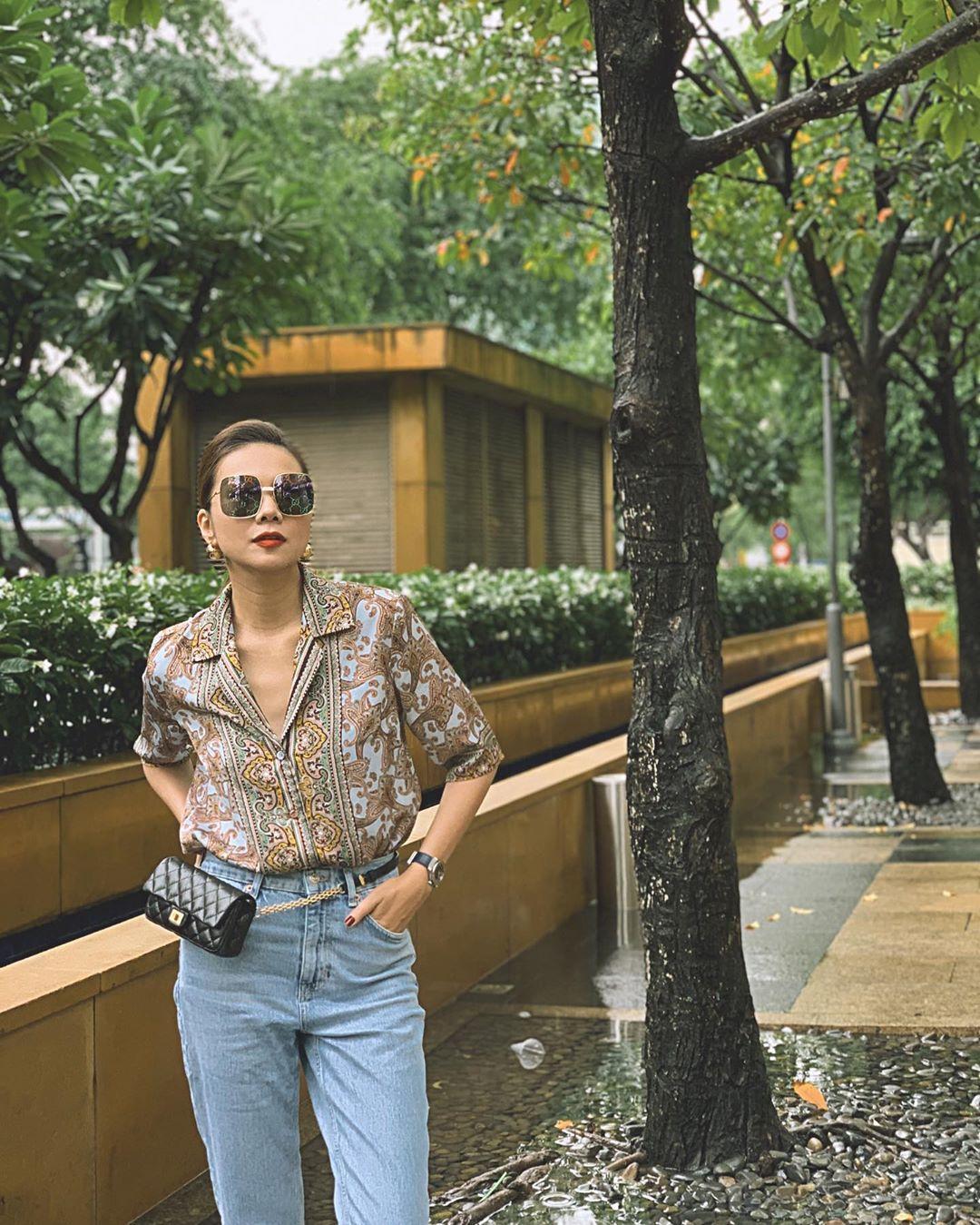 Thanh Hằng đeo thắt lưng kèm túi Chanel