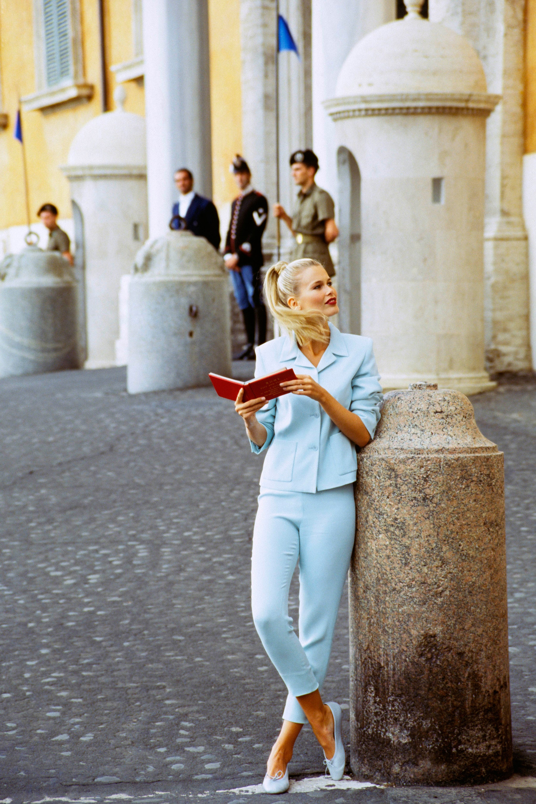 Những câu nói hay của Claudia Schiffer suit mint