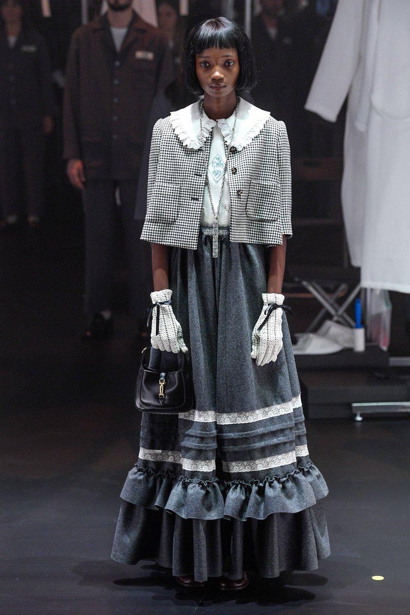 Cổ áo peterpan Gucci 2020
