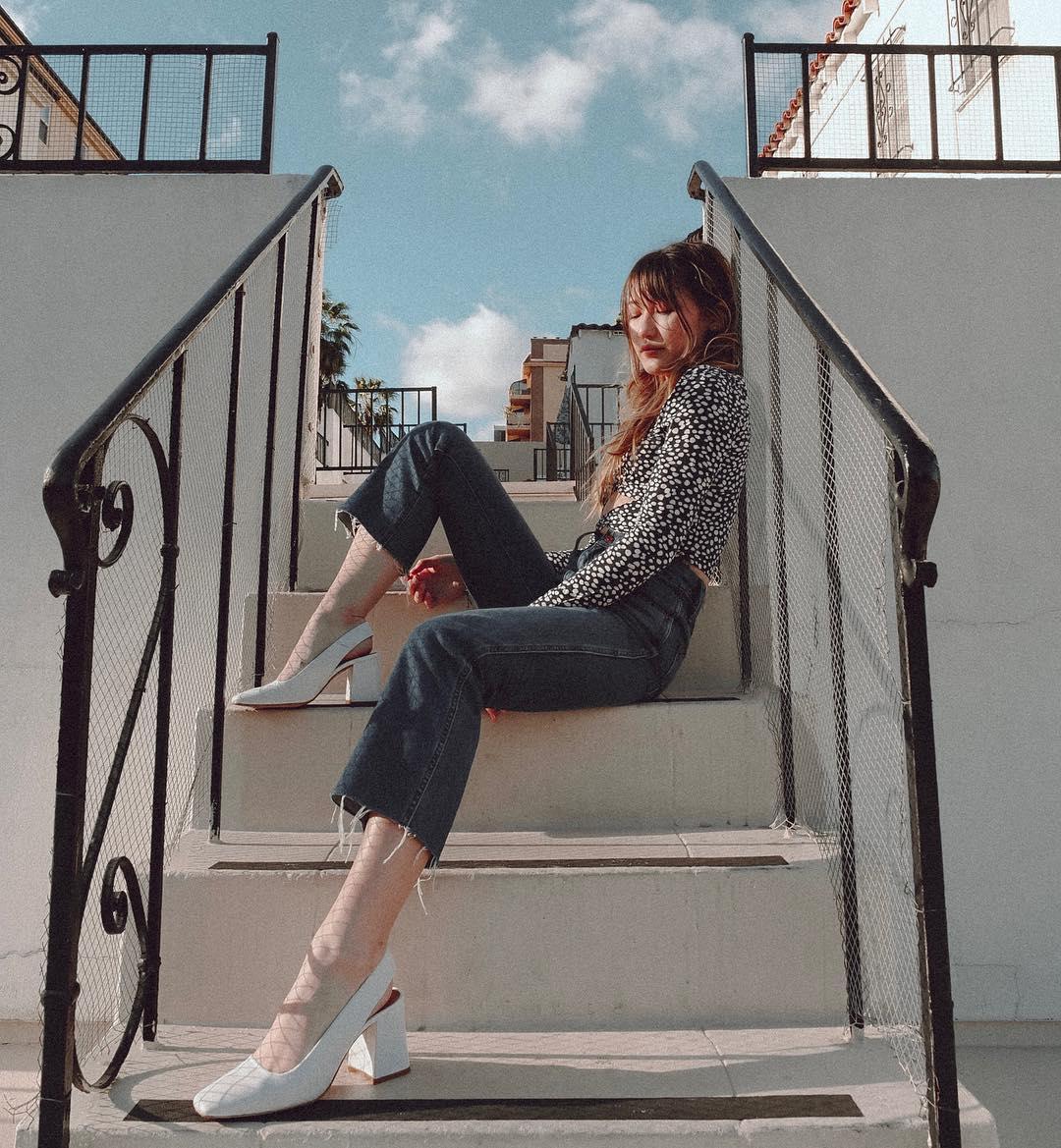 ashley bestdressed mặc quần ống loe phong cách thời trang y2k