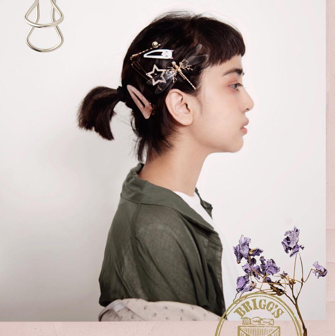 nuhevita đeo kẹp tóc đa dạng phong cách thời trang y2k