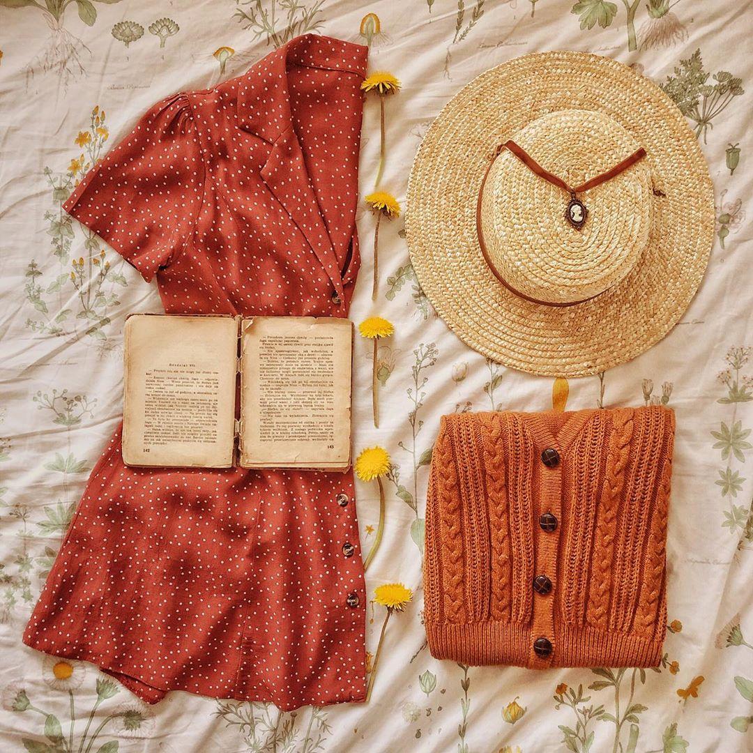 Tủ đồ phong cách thời trang cottagecore với váy đỏ và nón cói