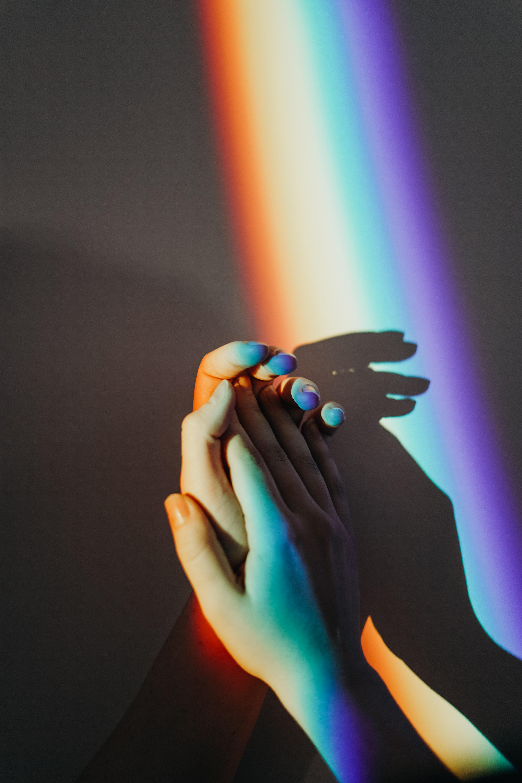 ngôn ngữ cơ thể nắm tay