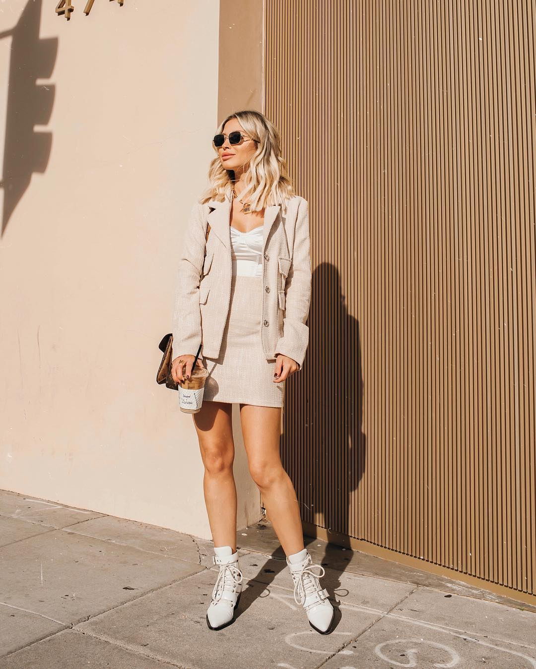 Xu hướng thời trang - âu phục váy màu trắng ngà