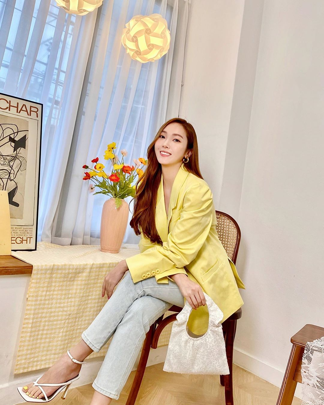 Xu hướng thời trang - Jessica Jung mặc blazer màu vàng nhạt