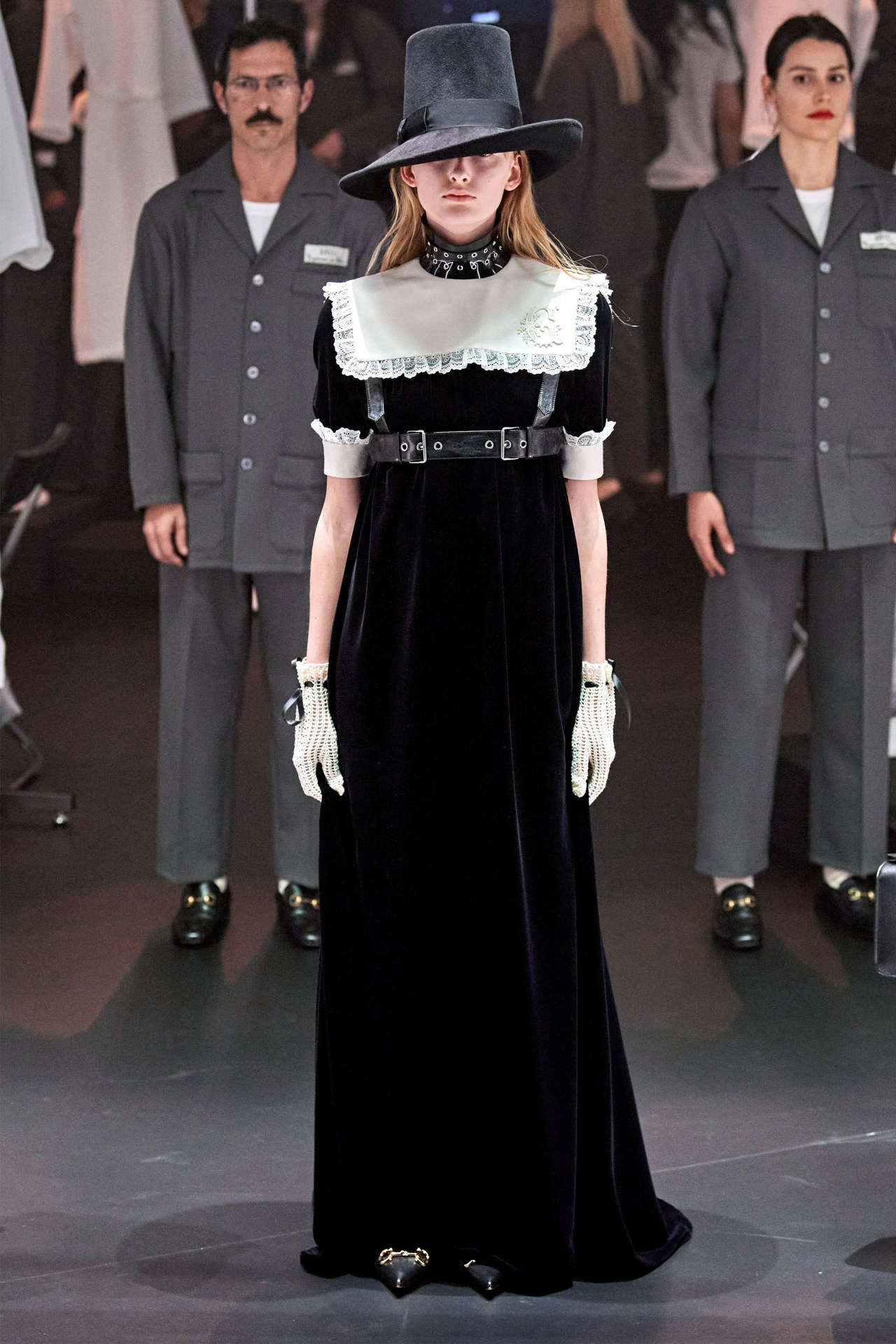 Cổ áo nữ bản vuông Gucci
