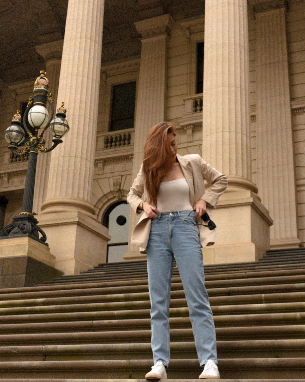 arisse mặc đẹp với quần mom jeans phong cách thời trang retro oldschool