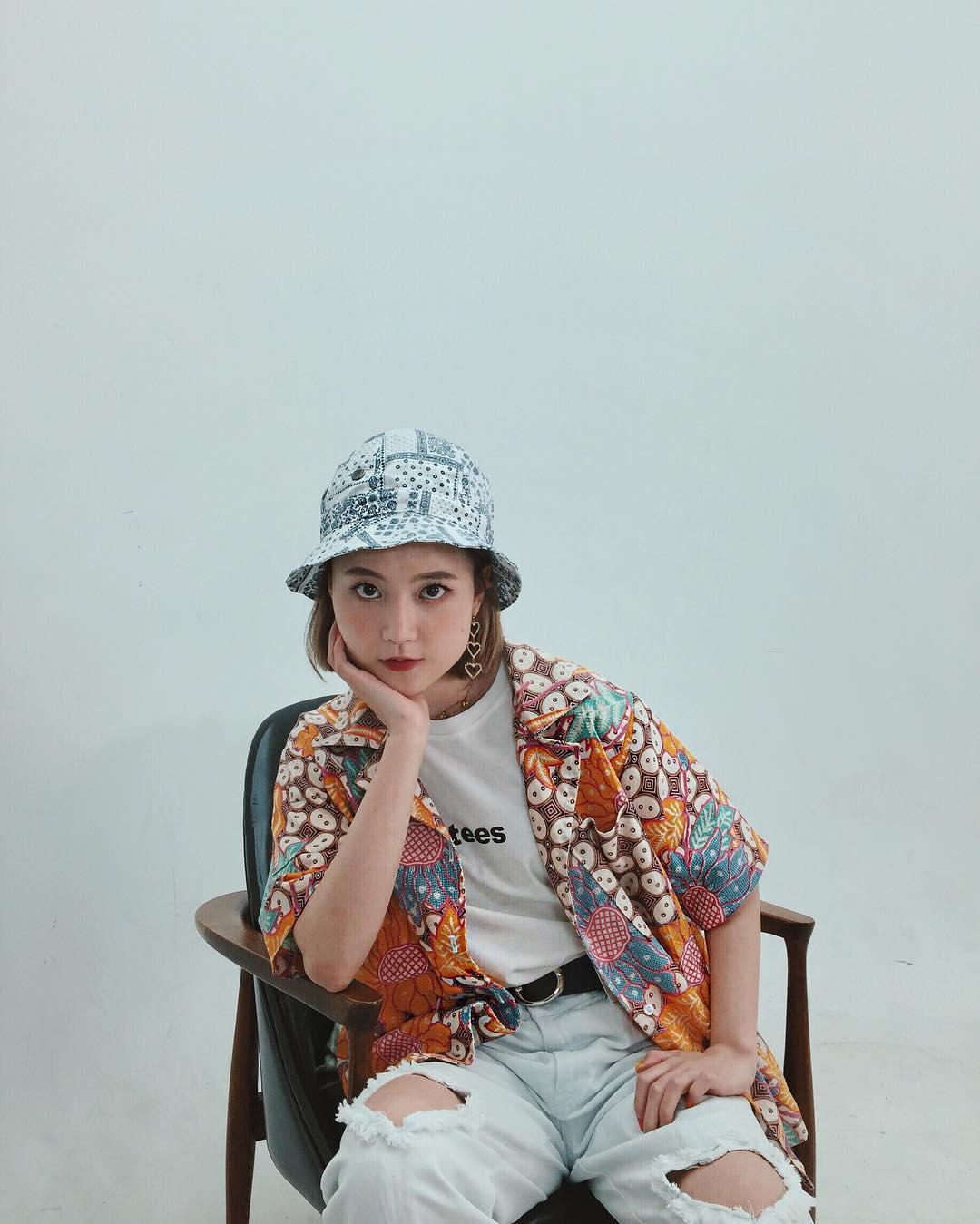 q2han mặc đẹp với xu hướng mũ tai bèo phong cách thơi trang oldschool retro