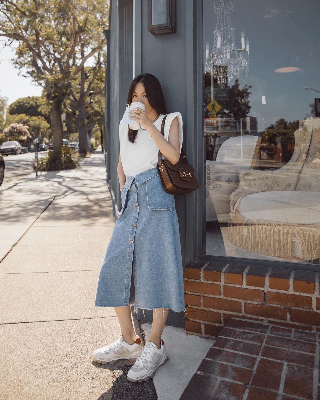 tantastic mặc đẹp với giày thể thao đế thô phong cách thời trang oldschool
