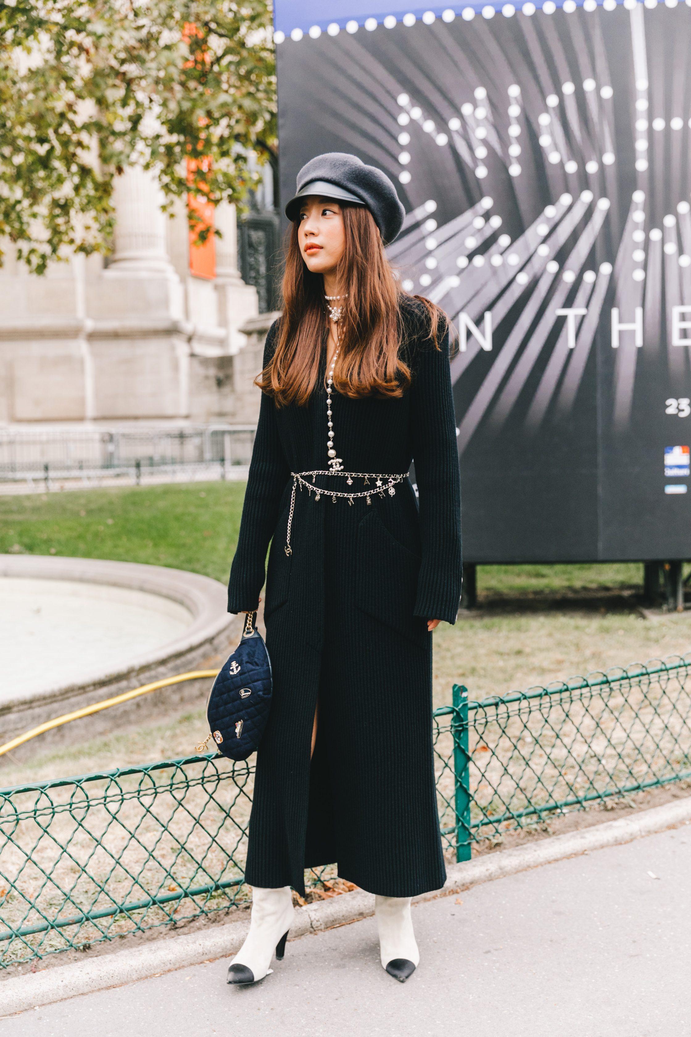 Phụ kiện thời trang cung xử nữ - Cô gái mặc jumpsuit đen đeo thắt lưng xích