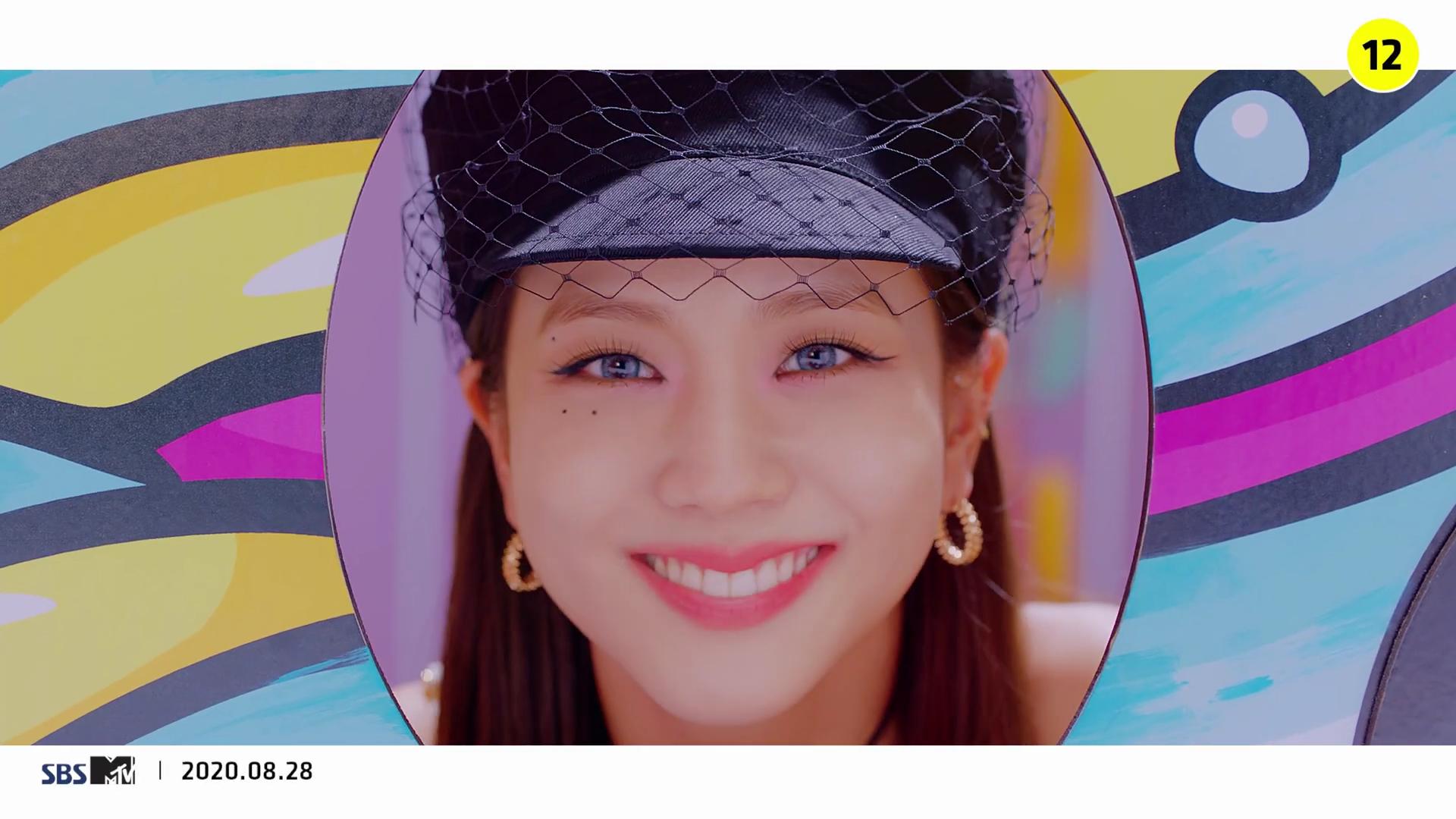 Jisoo blackpink đội mũ da phối lưới dior trong mv ice cream