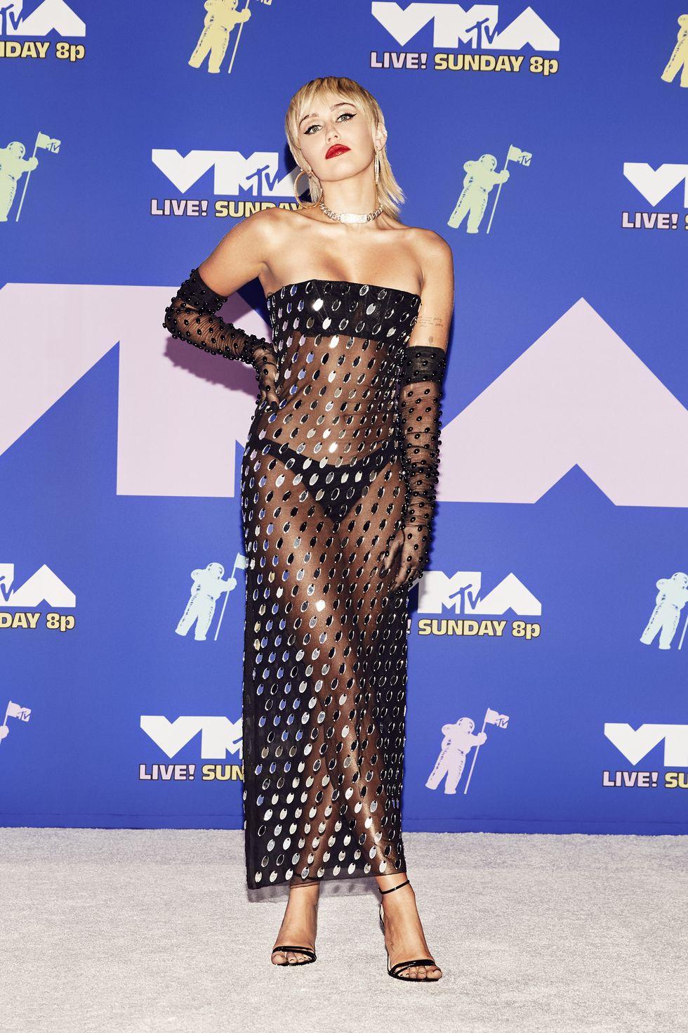 Miley Cyrus cùng trang phục xuyên thấu tại thảm đỏ VMAS 2020