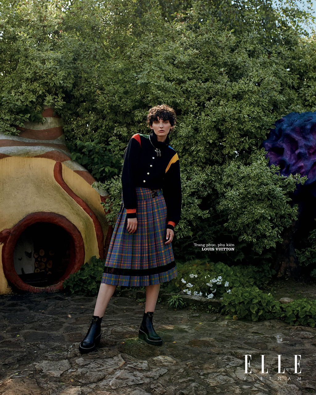bộ ảnh thời trang wonderland trang phục phụ kiện Louis Vuitton