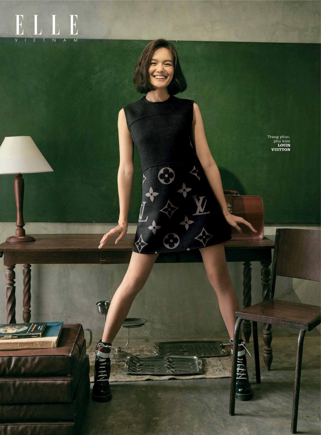 bộ ảnh thời trang đầm đen họa tiết mono Louis Vuitton