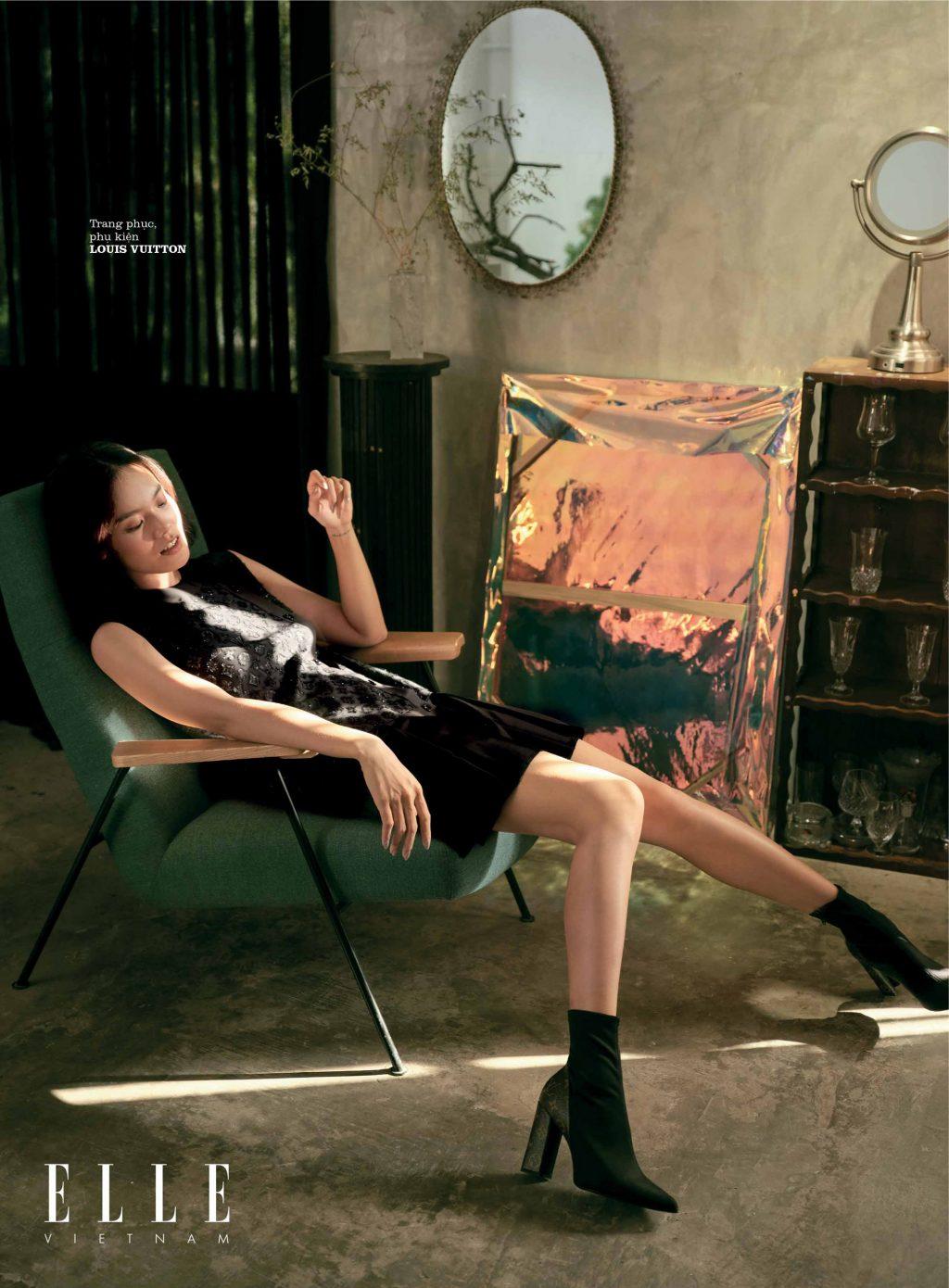 bộ ảnh thời trang người mẫu mặc đầm đen nằm trên ghế