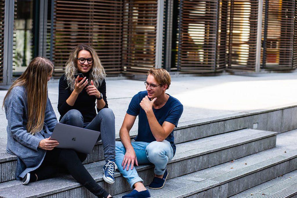 công việc và mối quan hệ đồng nghiệp
