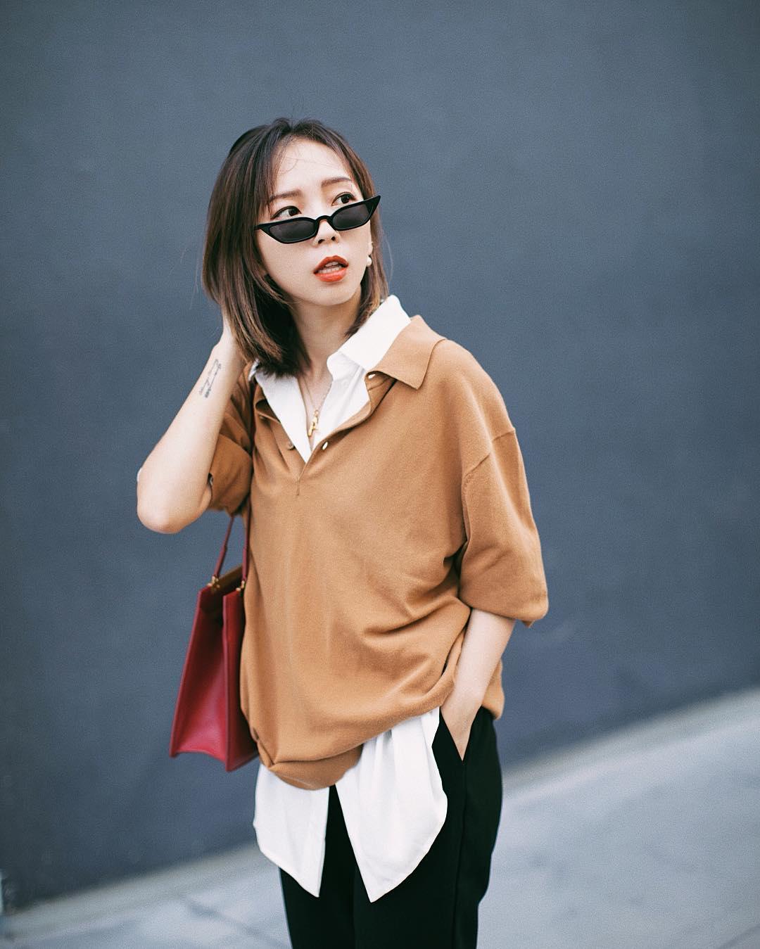cô gái phối đô phong cách layer với áo sơ mi trắng và polo màu nâu