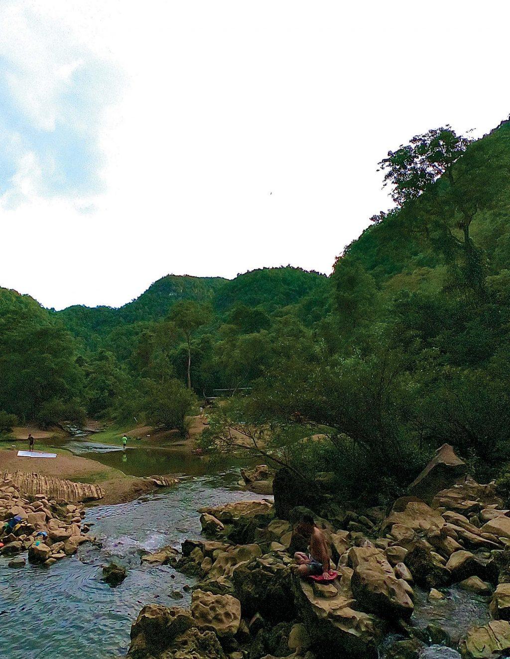 hang động con suối nhỏ