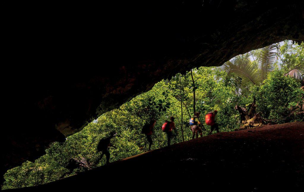 hang động khám phá hành trình