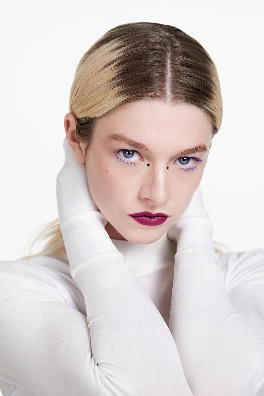 Hunter Schafer đã trở thành Đại sứ Thương hiệu Toàn cầu cho SHISEIDO Makeup