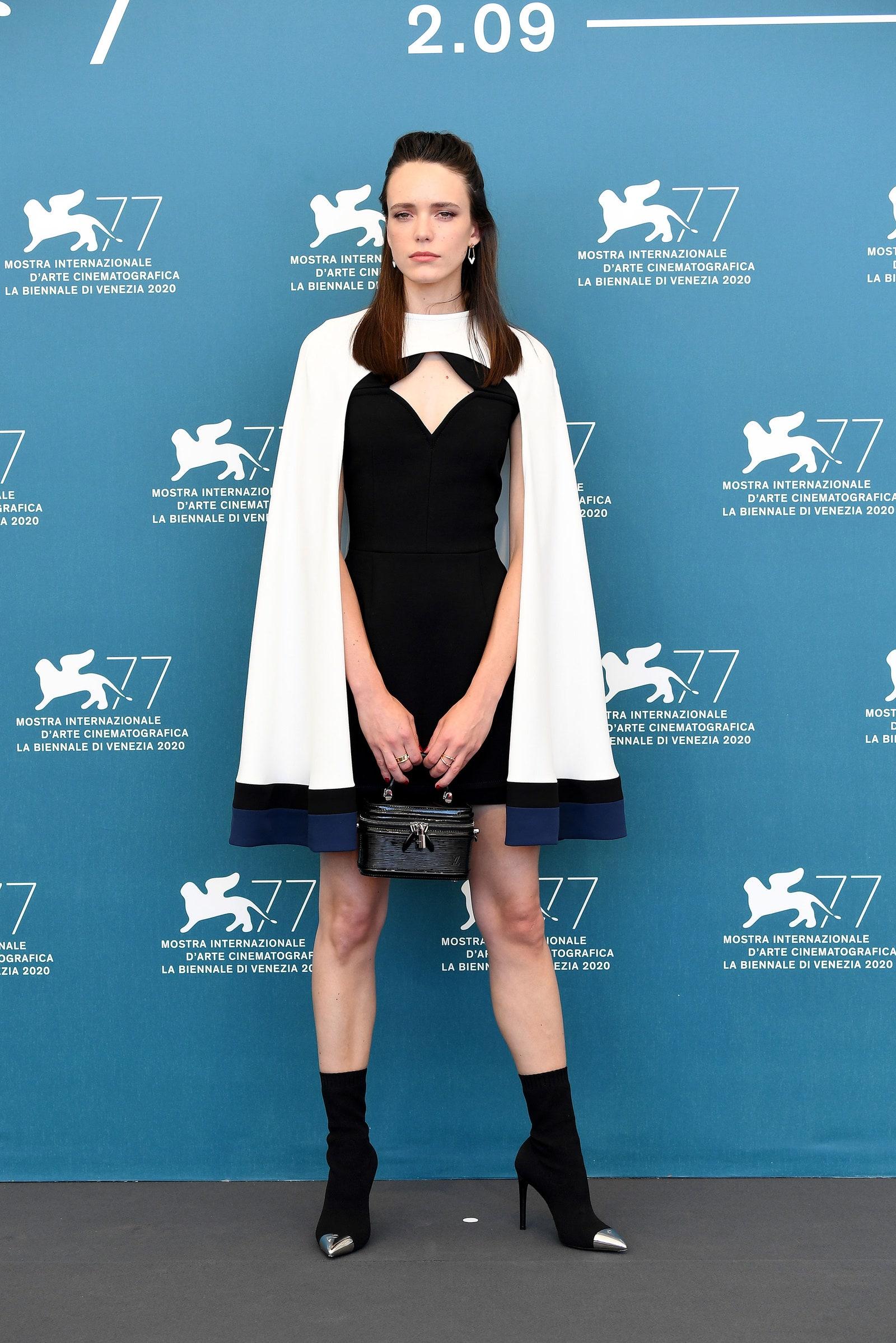 Stacy Martins cùng thời trang Louis Vuitton thảm đỏ venice